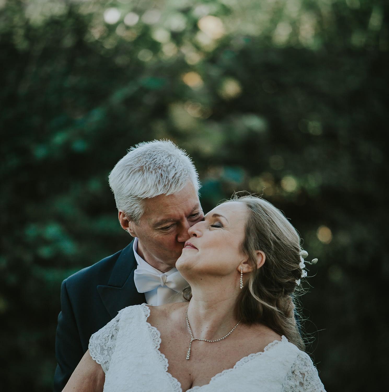 étreinte de couple plus âgé