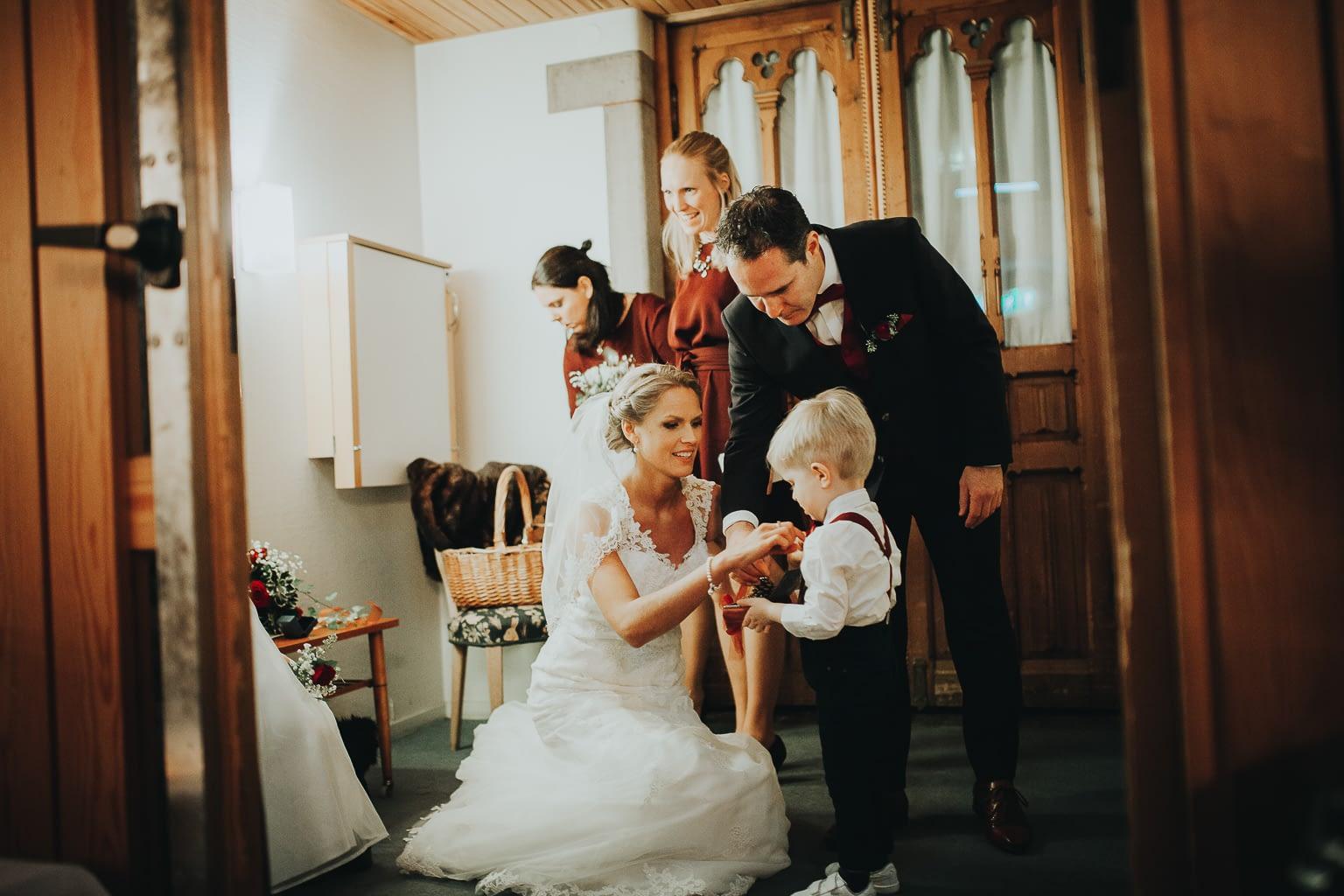minutes avant la ceremonie de mariage a l´´eclise