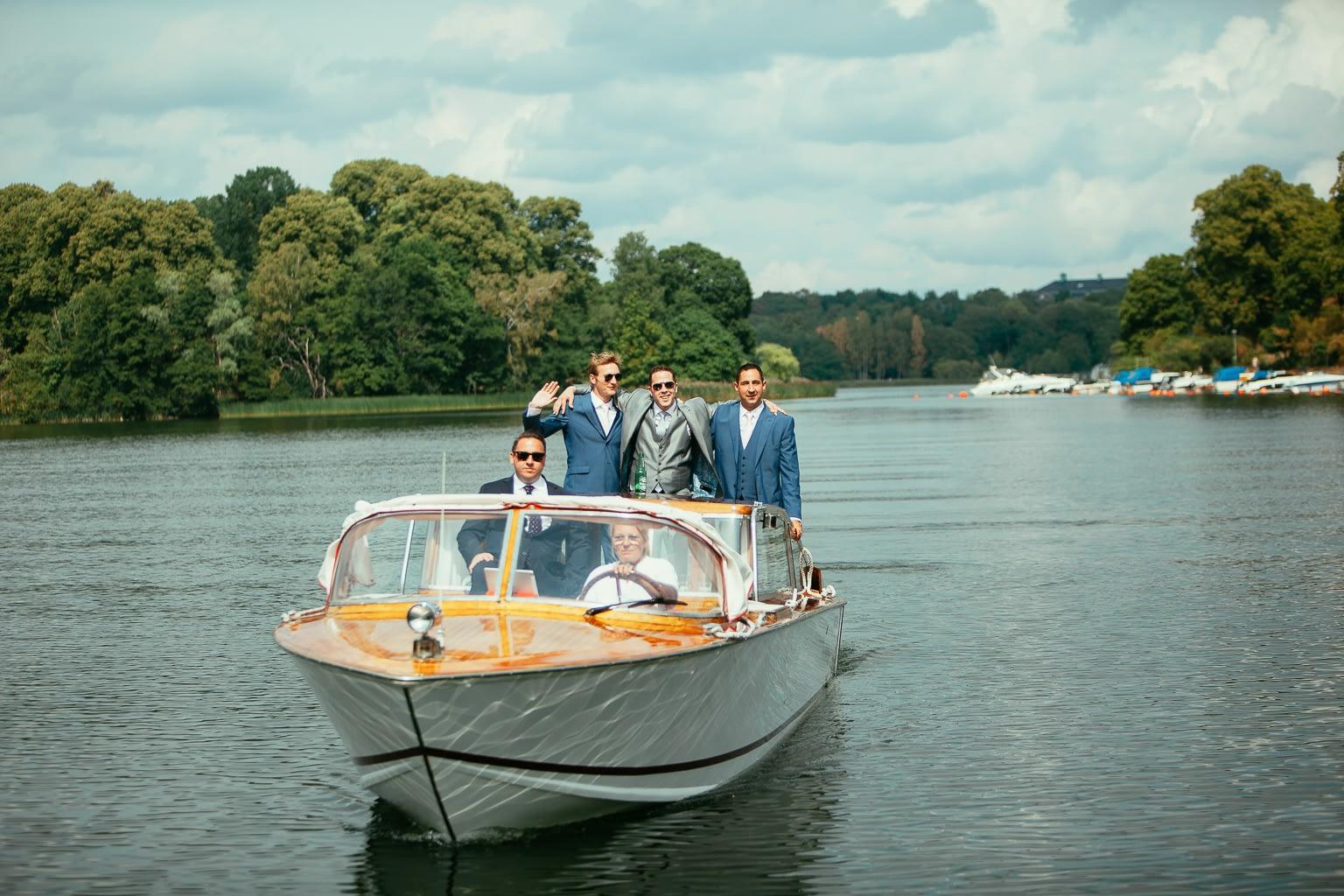 voyage en bateau couple marié