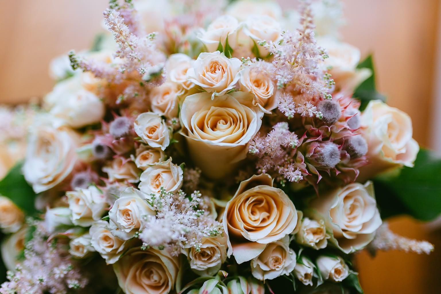 détails de la photo de mariage. bouquet de la mariée