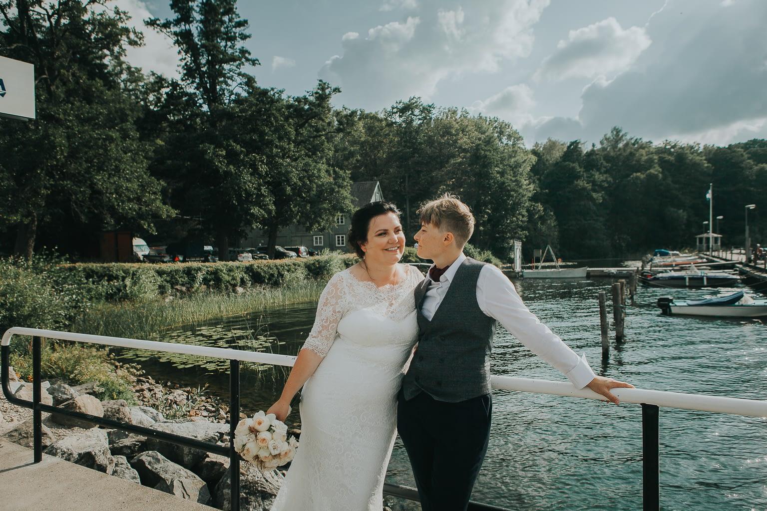 seance photo mariage lesbien en bord de mer