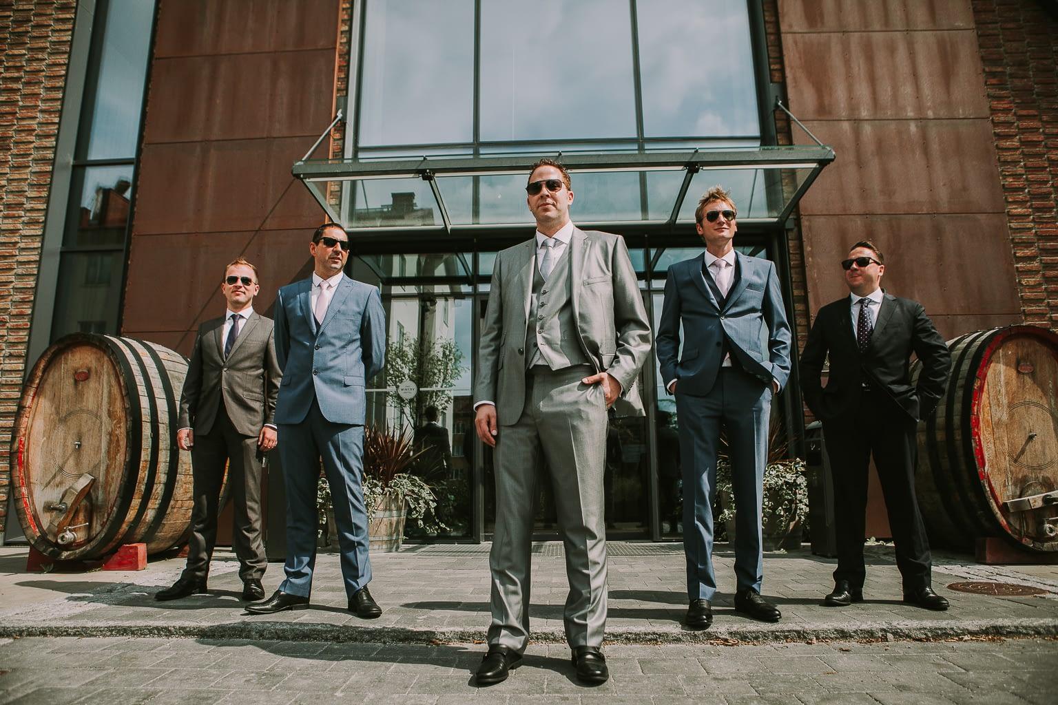 photo drôle du marie et ses amis le jour de son mariage