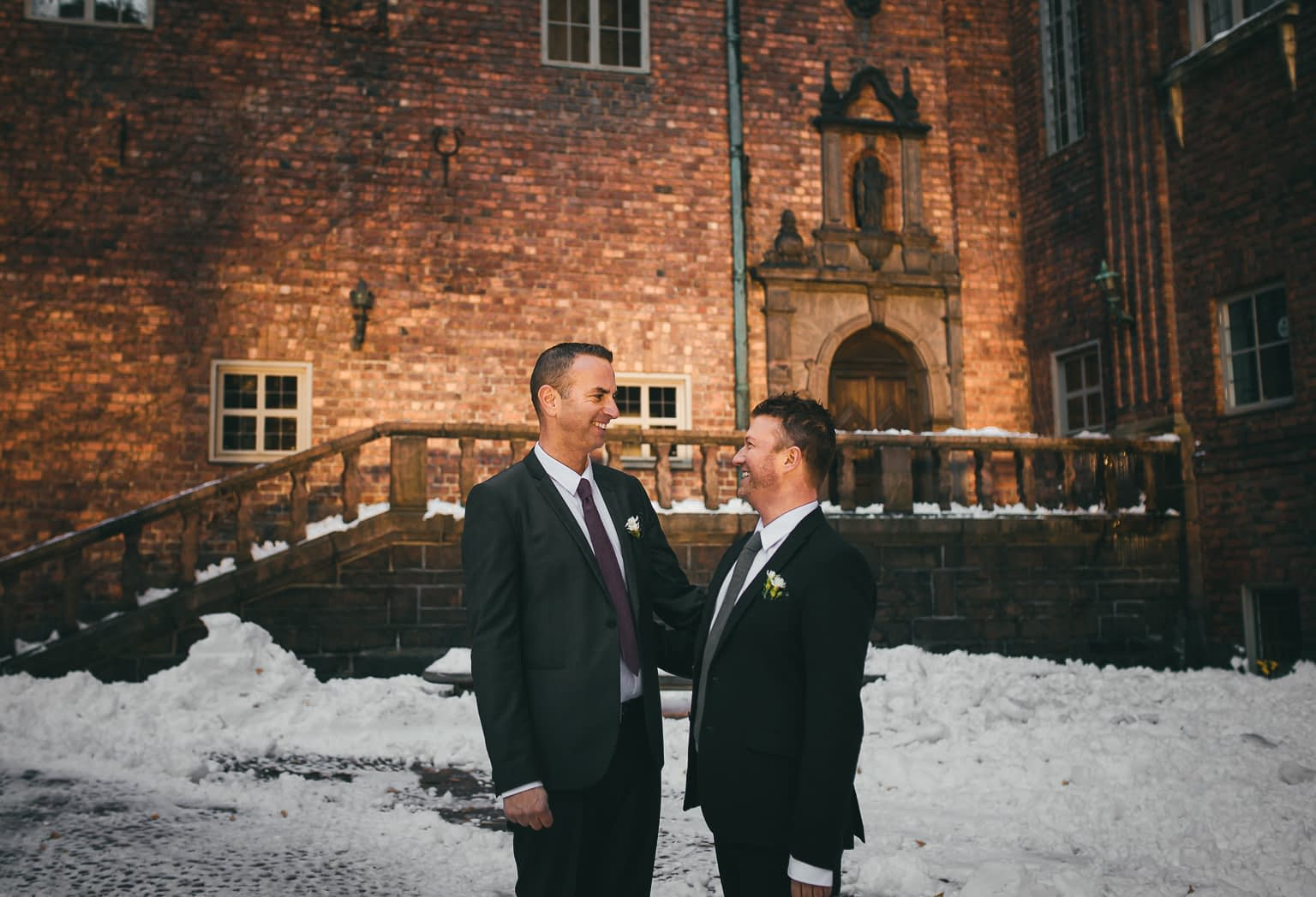 couple homosexuel dans son mariage civile lgbt