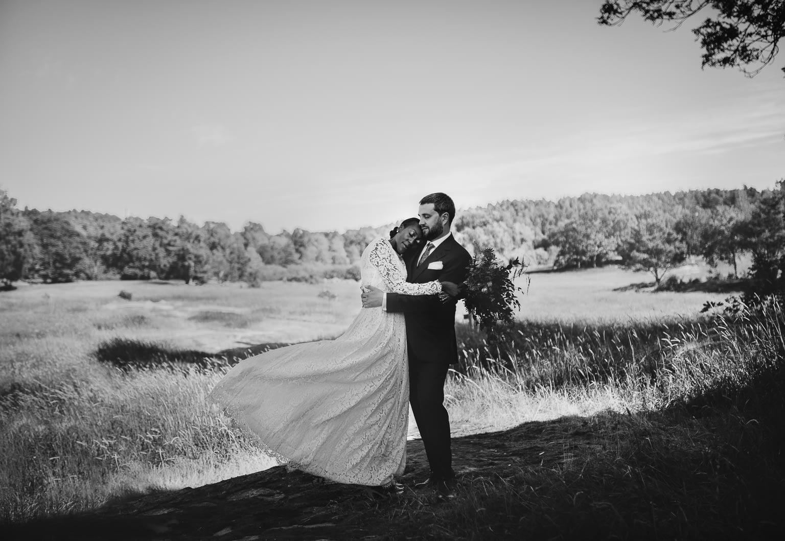 photo couple mariage blanc et noire artistique