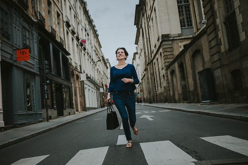 photo de Femme qui court dans les rues de Rennes